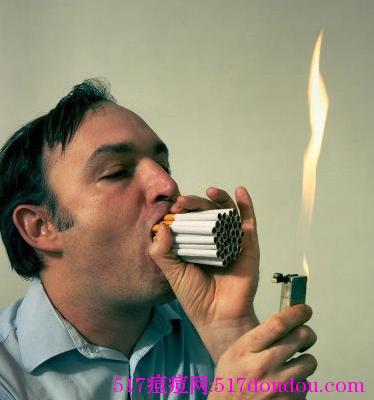 抽烟会使青春痘产生或加重
