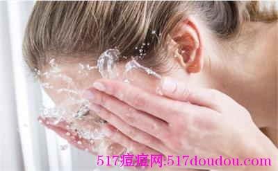 洗脸清洁不干净是起青春痘的主要原因吗?
