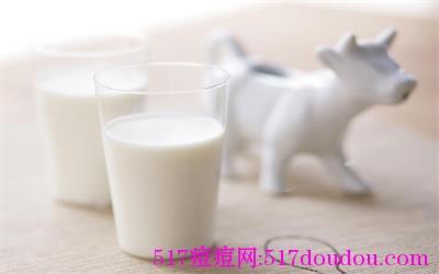 长痘痘可以喝牛奶吗?