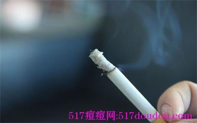 抽烟会长痘吗?抽烟长痘痘吗?